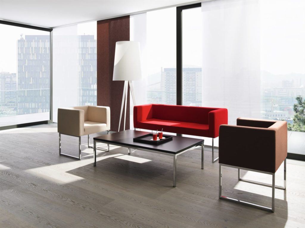 Stühle für Empfang und Wartezone aus dem Büromöbelprogramm M+M Bürosysteme
