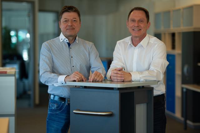 Foto der beiden Geschäftsführer Peter Muckle und Thomas Minke von M+M Bürosysteme